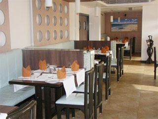 Golden Star Hotel Surat Restaurant
